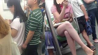 北京地铁男子猥亵当场被抓