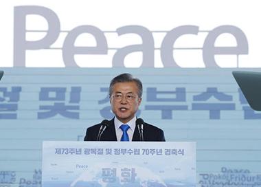 """韩国总统""""光复节""""发表讲话"""
