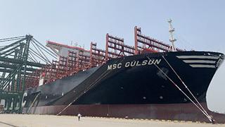 世界载量最大集装箱船首航