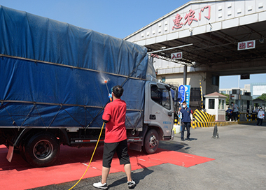 北京新发地市场隔离人员分类分批解除隔离