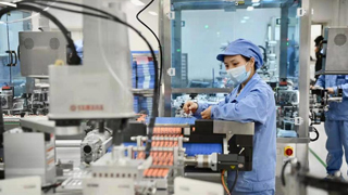 记者探访新冠疫苗生产基地