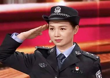 98年洪水中抱树女孩 如今成为人民警察