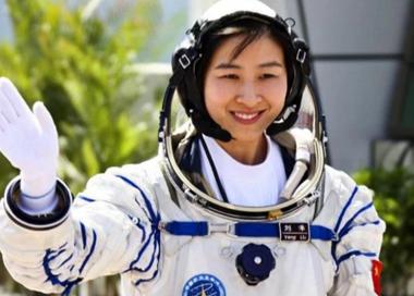中国空间站迎来首位女航天员